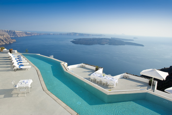 Mplusm divercity architects grace santorini hotel for Hotels in santorini with infinity pools