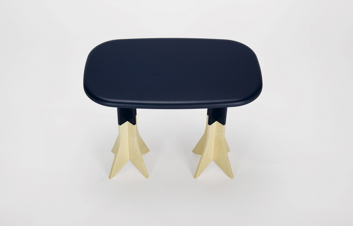 Pig on the wings stool or sidetable by Gentle Giants - on flodeau.com 1