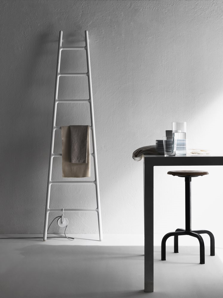 Scaletta by Tubes | Flodeau.com // #radiator #heater #ladder