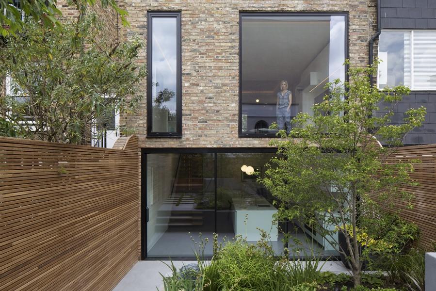 Englefield Road, London - by architect Amrita Mahindroo   Flodeau.com