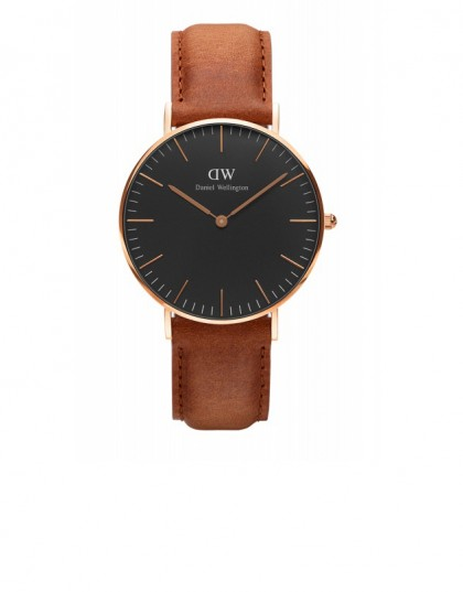A Classic Black Durham watch by Daniel Wellington (Remember that you can get 15% off any DW product by entering FLODEAU code at the checkout - valid until January 15th, 2017)